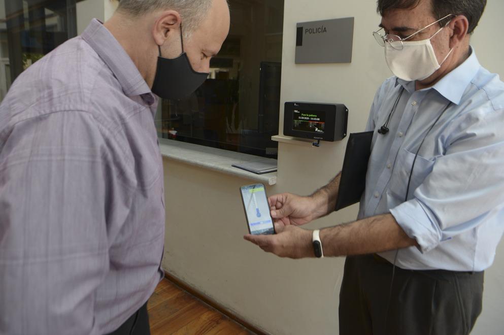 Argentinos desarrollaron una pulsera que mide temperatura y oxigeno en sangre