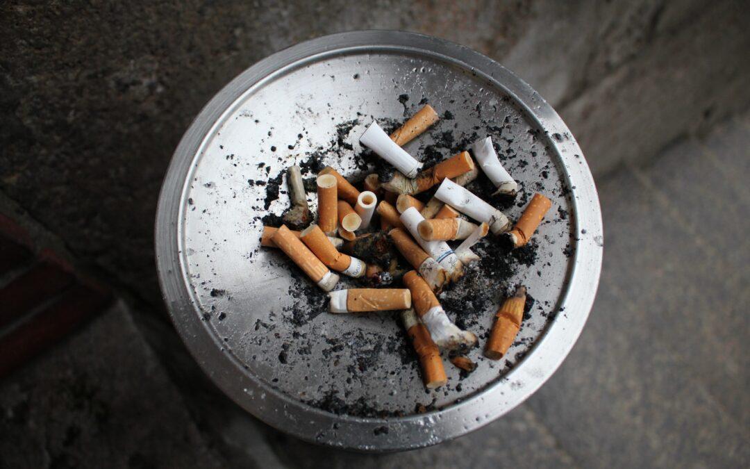 ¿Por qué el fumar acrecienta los riesgos de contraer y sufrir complicaciones por Covid?